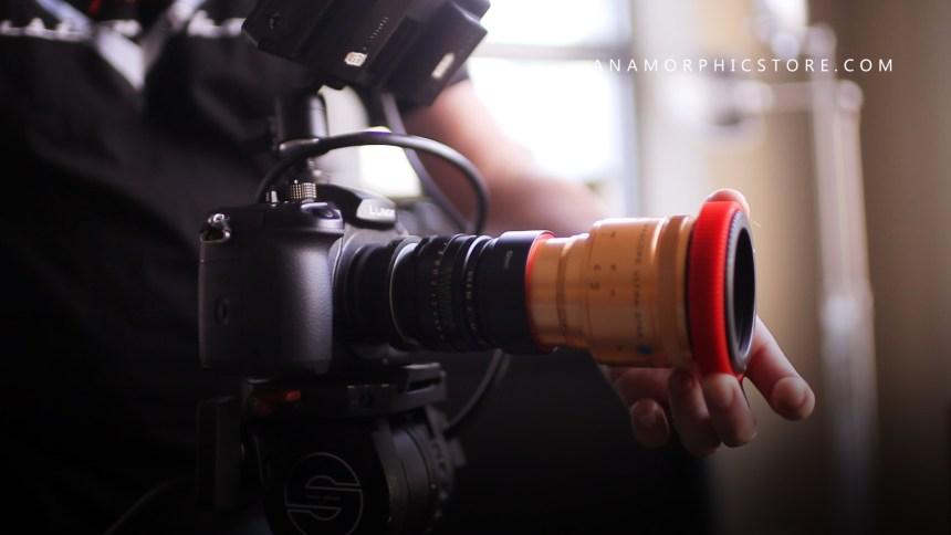 Macro focus anamorphic rangefinder lens