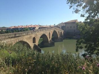 """A Ponte que deu o nome à cidade """"Puente de la Reina"""""""
