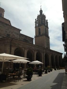 A Praça com a Igreja...