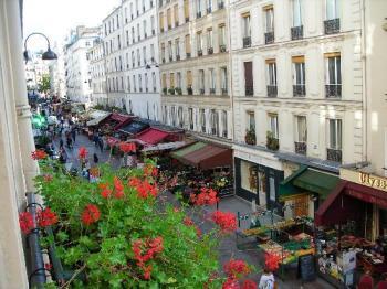 A charmosa Rue Cler, rua do hotel Lévêque