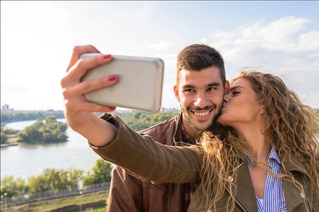 Misconceptions about Downloading Dating Apps for Dating Online