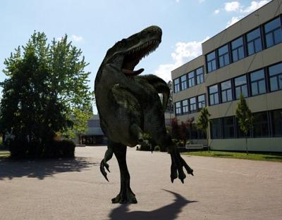 Was macht ein Dino am KGT: Einen Film drehen oder nur ganz normal Schüler fressen?