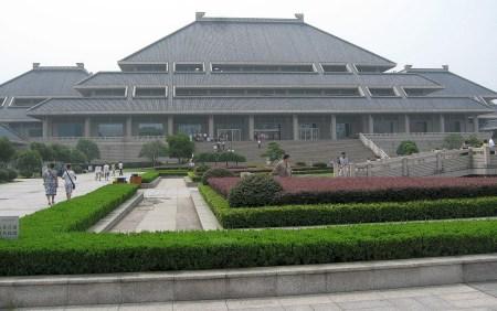 Das Lubei-Provinzmuseum wartet mit vielen Artefakten zur Früh,- Mittel,- und modernen Geschichte von Wuhan und Umgebung auf. (Foto: Hansjörg Dühning)