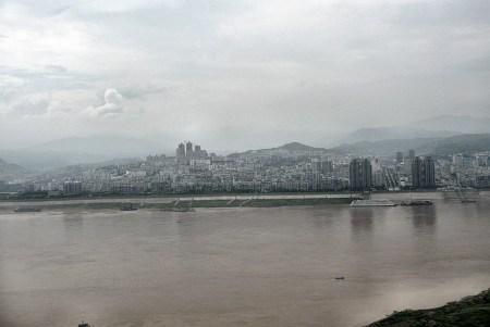 Das neue Fengdu wurde erst jüngst anstelle der alten Stadt errichtet, die 2007 in den Fluten des aufgestauten Jangtse unterging. Mehr als 100.000 Menschen fanden hier eine neue Bleibe. (Foto: Hansjörg Dühning)
