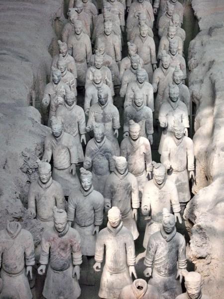 Die Terrakottaarmee zählt zu den bekanntesten Sehenswürdigkeiten der Geschichte Chinas. Und doch macht sie nur einen kleinen Teil der Grabanlage Qin Shihuangdis aus. Der größte Teil des Mausoleums ist noch gar nicht freigelegt... (Foto: Hansjörg Dühning)