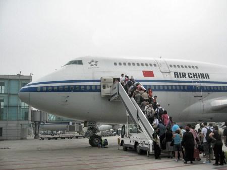 """Mit """"Air China"""" ging es am Ende der Chinareise wieder zurück ins gute, alte und vergleichsweise kleine Europa (Foto: Hansjörg Dühning)."""