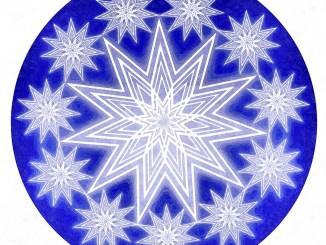 Die Elfersternkugel in Blau war ein Nebenprodukt der Arbeiten für das Adventsgottesdienstplakat 2012.