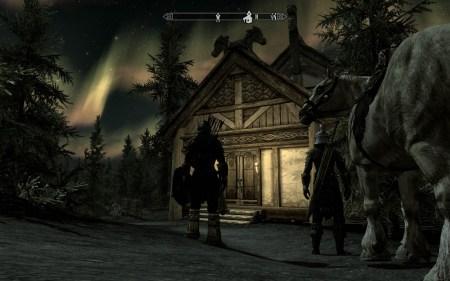 Ist das Haus Seeblick fertig gebaut, kann man dort samt Familie und Pferd wohnen und wird nachts dann und wann auch mit schönen Nordlichtern verwöhnt.