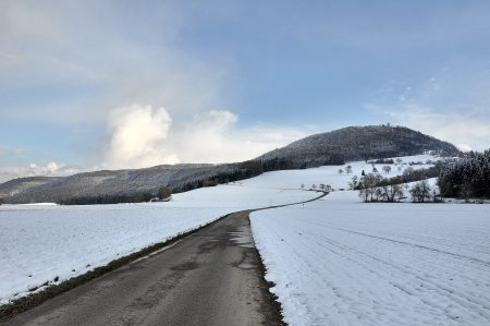 Feldweg zur Küssaburg am 9. Februar 2013 (Foto: Martin Dühning)