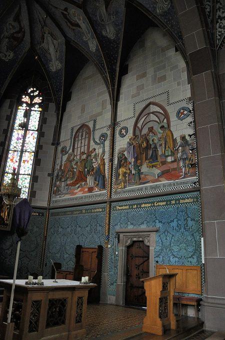 Wandgemälde mit Ornamentaler Ausgestaltung an der rechten Chorwand beim Ausgang zur Sakristei (Foto: Martin Dühning)