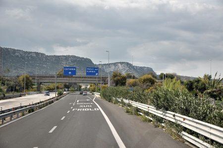 Heimreise gegen Norden auf der Autostrada - quer durch südsizilianische Kalksteincanyons... (Foto: Martin Dühning)