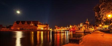 Baltische Sinfonie und Promenade von Danzig, bei Nacht fotografiert von Martin Dühning