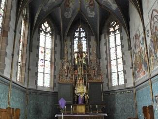 Hochaltar von St. Peter & Paul mit Palmzweigen (Foto: Martin Dühning)