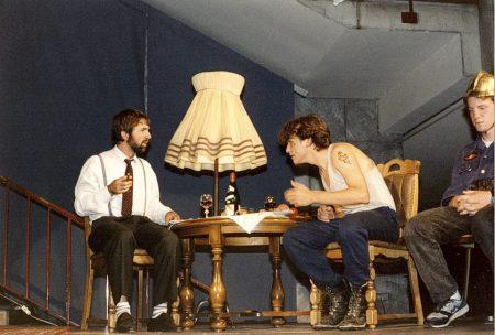 """Herr Spellig als Biedermann und Berthold Kübler als Brandstifter im gleichnamigen Stück """"Biedermann und die Brandstifter"""" unter Regie von Dirk Kremer im Juni 1994 - hier bei der Generalprobe (Foto: Martin Dühning)"""