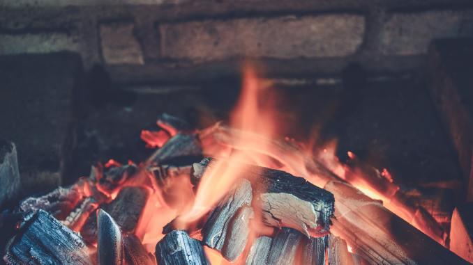 Feuerstelle (Foto: Cai Resende über Pexels.com)