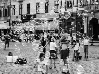 Die Straße der Kindheit (Foto: Pawel L. über Pexels)