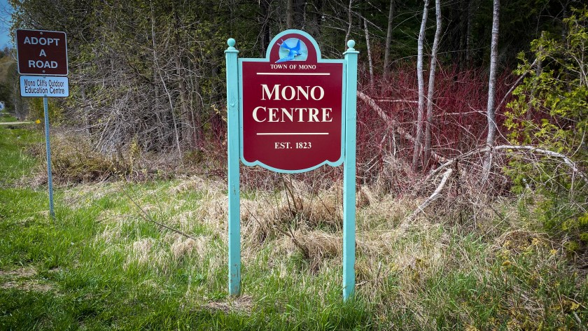 A Picture of Mono Centre Town Sign