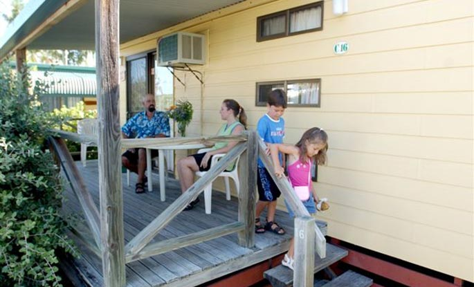 Queen cabins - Anchorage Holiday Park in Iluka