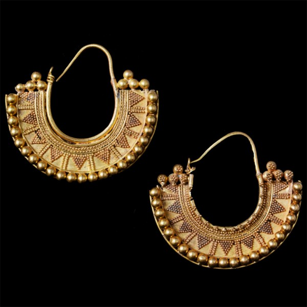 A Pair of Nabatean Gold Earrings