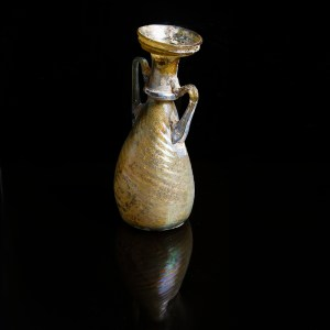 exquisite-roman-glass-amphoriskos