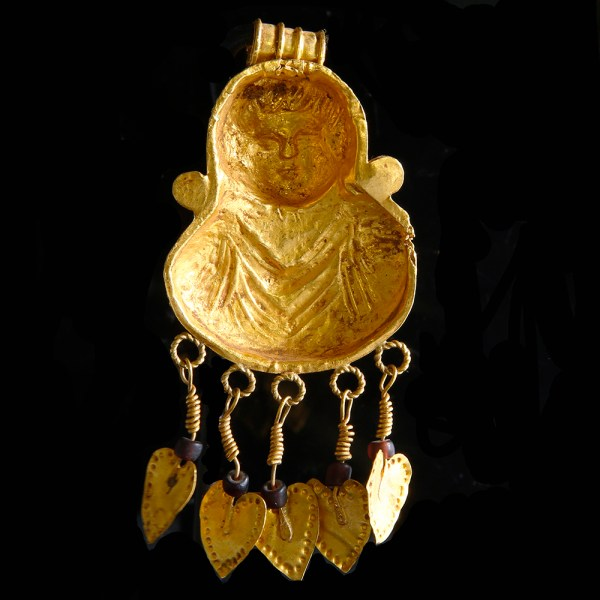 Greco-Roman Gold Pendant with Garnets
