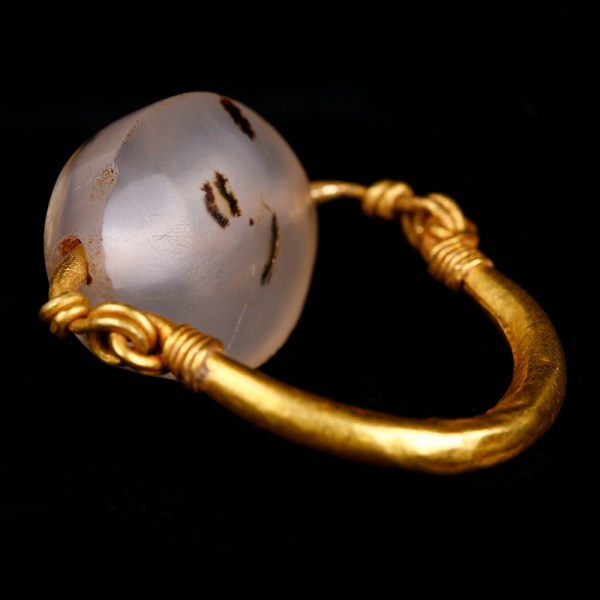 Western Asiatic Gold Swivel Ring with Intaglio Bead