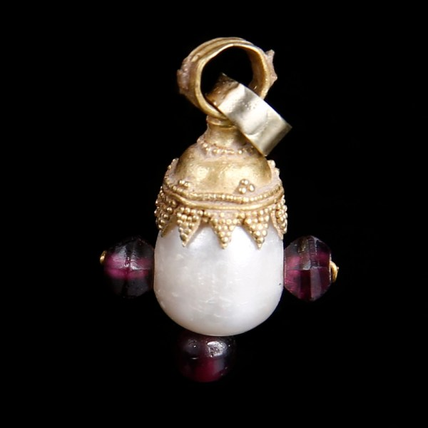 Exquisite Byzantine Gold Pendant with Pearl and Amethysts