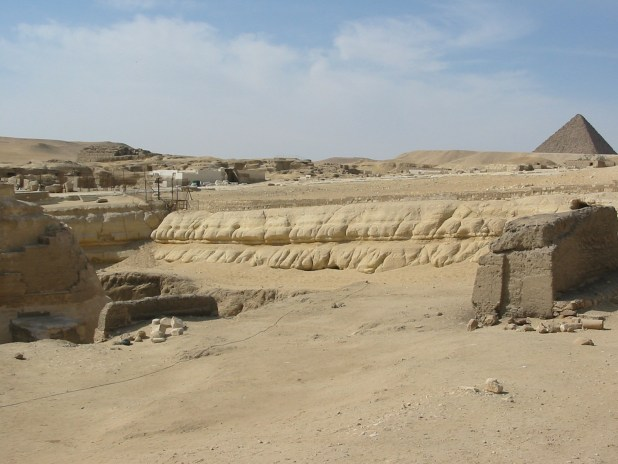 The western wall of the Sphinx enclosure, showing erosion consistently along its length. Courtesy and copyright of Colin Reader.