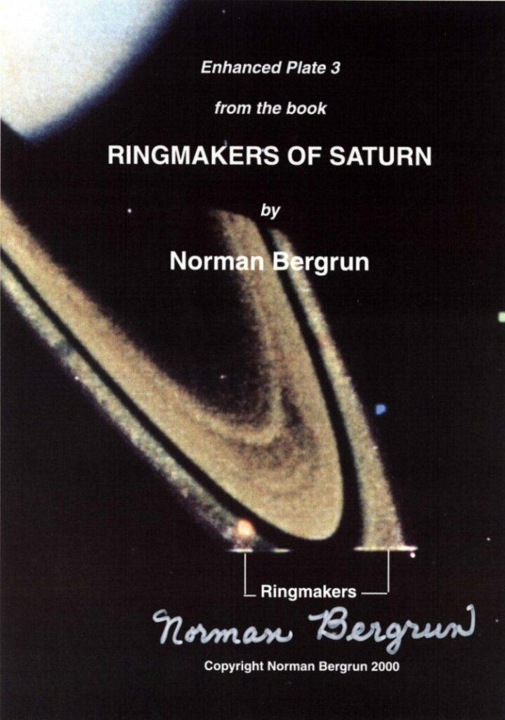 """Ingeniero de la NASA Advierte que """"OVNIs Alien"""" Están Proliferando en Saturno"""