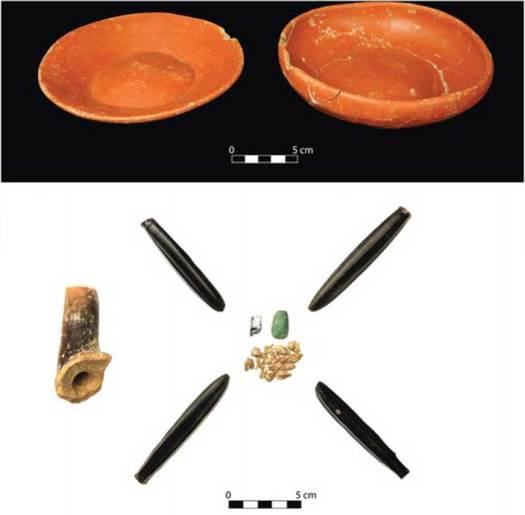 Ajuar funerario con elementos de obsidiana hallado en el enterramiento de dos de los niños sacrificados. (Takeshi Inomata)
