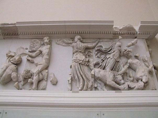 Asteria y Febe en el Altar de Pérgamo. (CC BY-SA 3.0)
