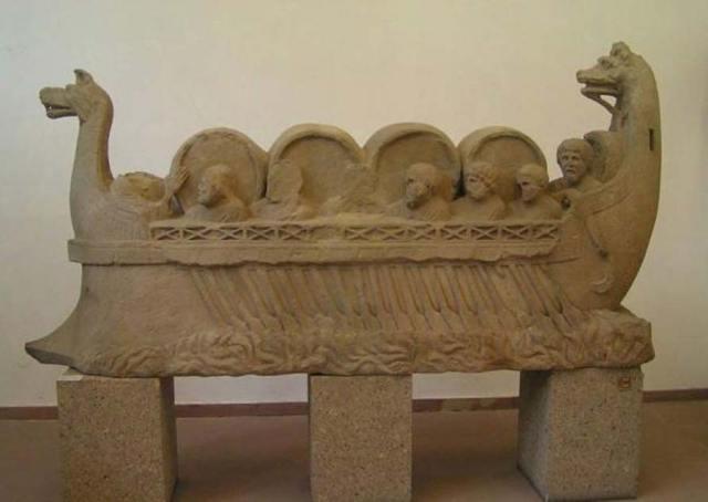 Representación de una antigua embarcación fluvial romana que transporta personas y toneles, seguramente de vino. (CC BY-SA 3.0)