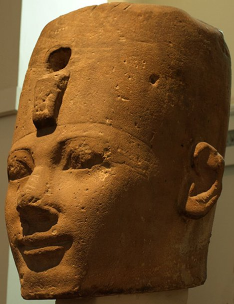 Cabeza de piedra expuesta en el Museo Británico, muy probablemente con la efigie de Tutmosis I (CC BY-SA 3.0)
