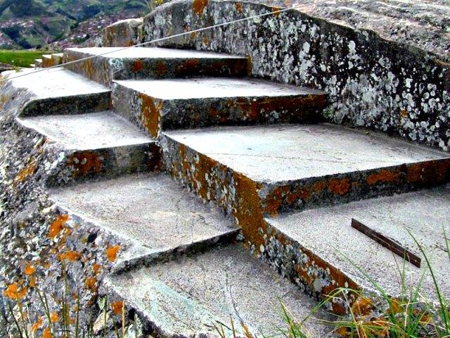 ¿Podrían los ángulos formados por sus bloques megalíticos de piedra revelar el conocimiento ancestral de alineaciones astronómicas de la Luna, el Sol y La Tierra, así como de eclipses lunares y solares? (Fotografía: Código Oculto).