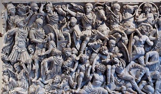 Los sarcófagos para la élite de la antigua Roma estaban bellamente decorados – éste muestra una escena de batalla entre soldados romanos y germanos. (Jastrow /Dominio público)