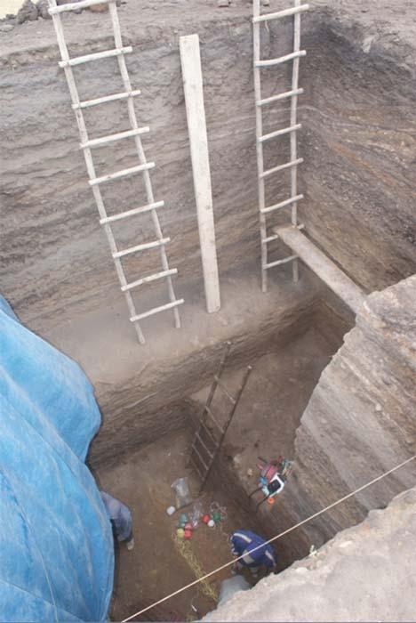 Las excavaciones alcanzaron los 30 metros de profundidad en uno de los túmulos de Huaca Prieta. (Fotografía: Tom Dillehay)