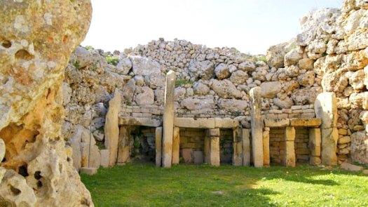 El templo maltés de Ggantija está considera más antiguo, incluso, que las pirámides egipcias. (Fotografía: Hipertextual)