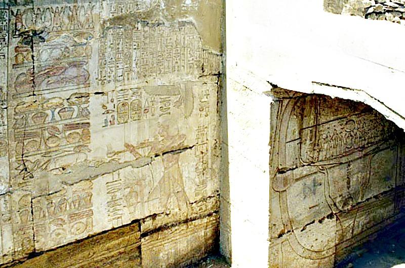 Algunas de las escasas inscripciones halladas sobre los muros del Osirión. (Roland Unger/GNU Free).