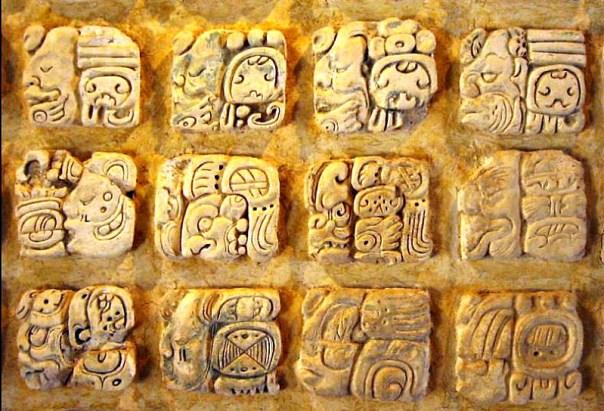 Ejemplo de escritura maya. (Wikimedia Commons)