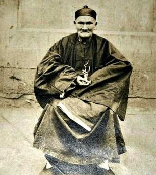 El maestro taoísta Li Ching-Yuen fotografiado en Wanxian, Sichuan, en 1927. (Public Domain)