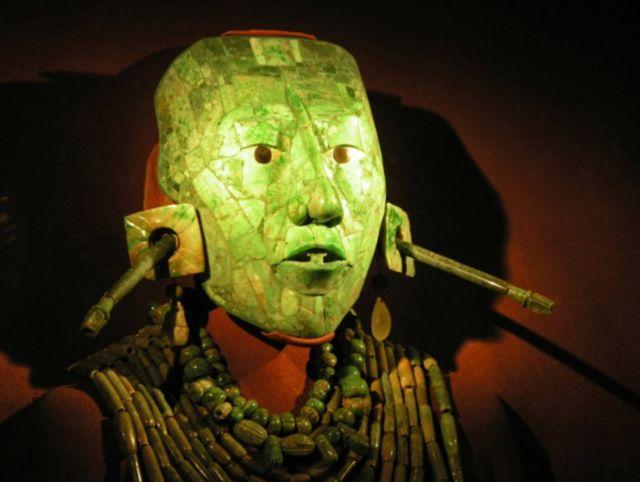 La máscara funeraria de jade de Pakal el Grande fue hallada junto con su momia en la tumba regia descubierta en Palenque en 1952. (© Jeffrey Holstein vía Fotolia)