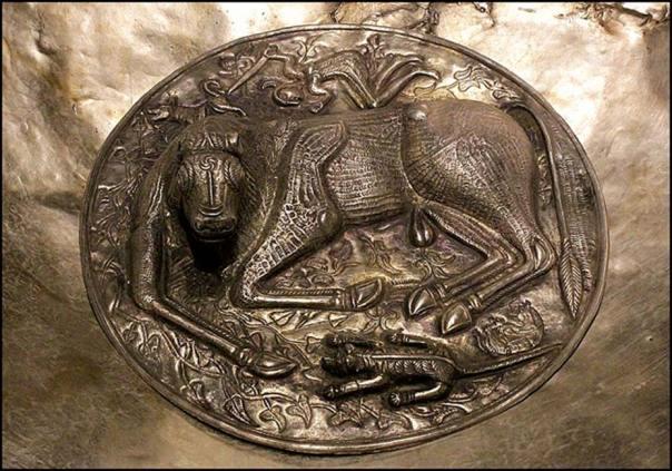 Medallón central de la placa base de una réplica del Caldero de Gundestrup (CC BY-SA 3.0)