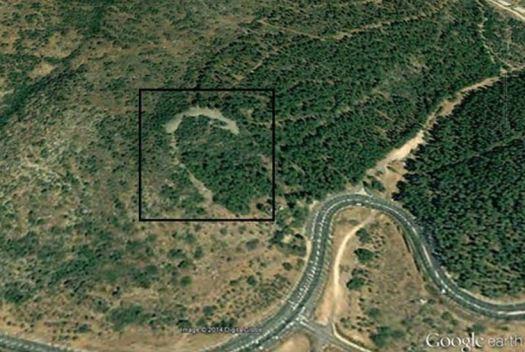 Unos 13 kilómetros al noroeste del mar de Galilea se ha identificado recientemente una construcción con forma de media luna que fue construida hace, aproximadamente, 5.000 años (Google Earth)
