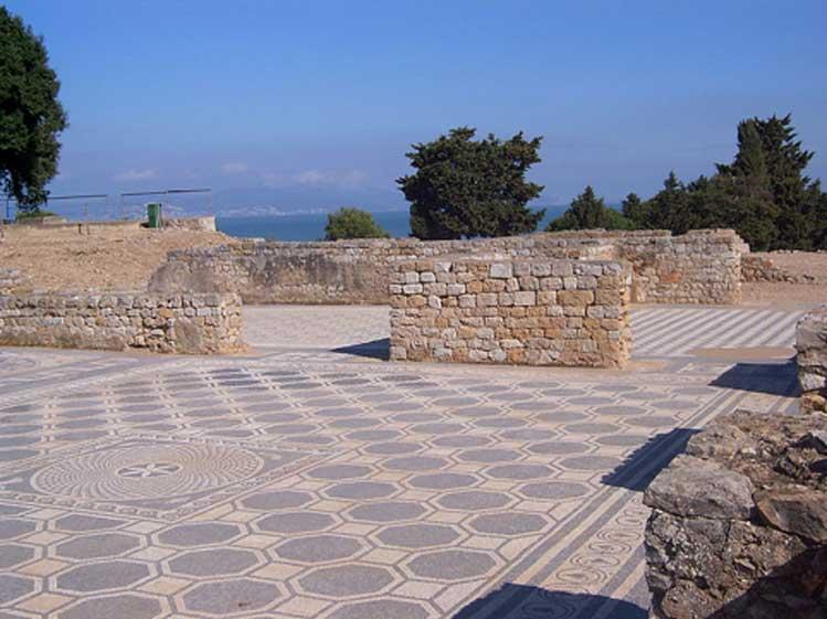 Mosaicos y muros romanos de Ampurias, España. (CC BY SA 4.0)