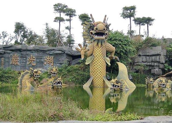 Parque de Huguang, situado en un lago volcánico de la ciudad de Zhanjiang, provincia de Guandong, China. (Emitchan/CC BY-SA 3.0)