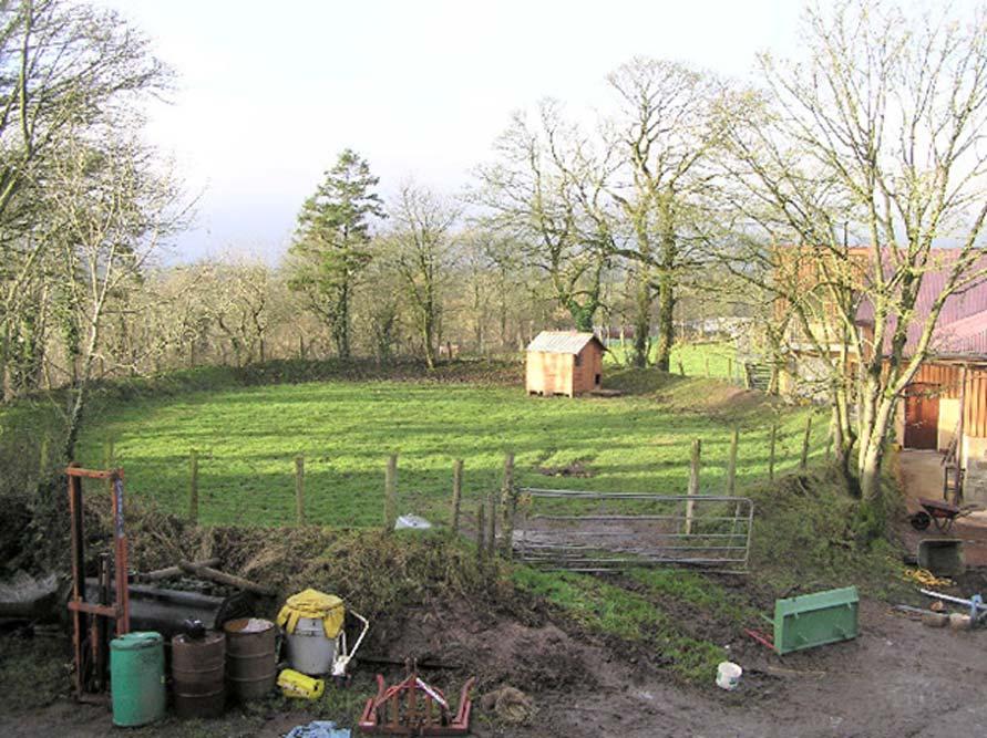 Restos de un pequeño fuerte circular de tierra, empleado en la actualidad para guardar el ganado. (CC BY-SA 2.0)