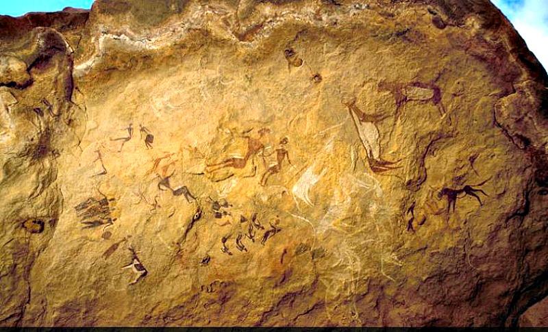 Esta roca de Karkur Talh muestra una pintura bicolor en rojo y blanco datada en el período pastoril y en la que se observa el uso de caballos. (Fotografía: La Gran Época/TARA)