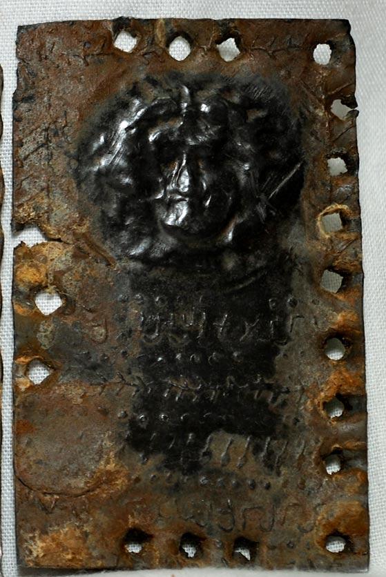 'El rostro de Dios' en los códices de plomo. (© David Elkington)