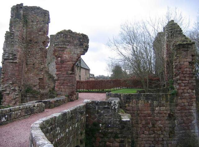 Ruinas del Castillo de los Sinclair en Roslin, Escocia. (CC BY SA 3.0)