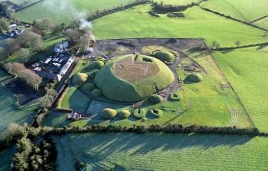 Vista aérea de Knowth. (Dept. Environment, Heritage & Local Government)